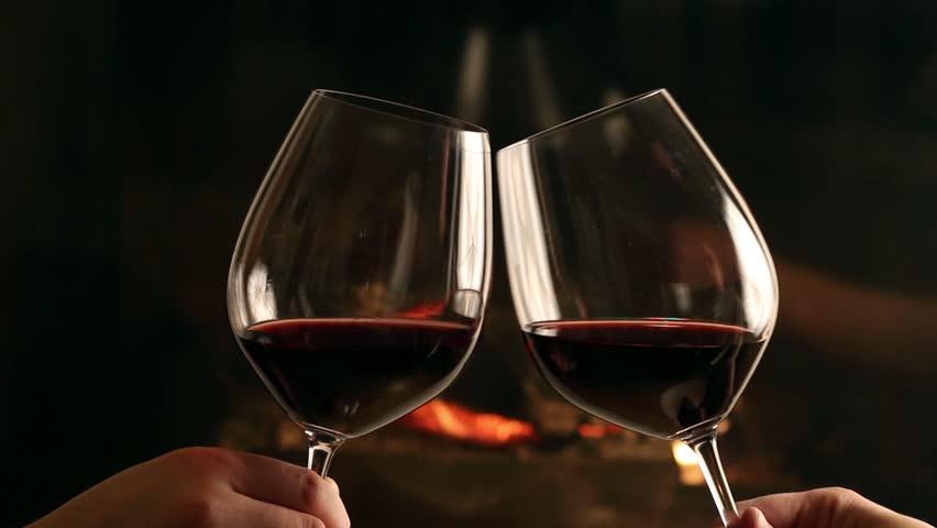 Картинки бокалы с вином чокаются