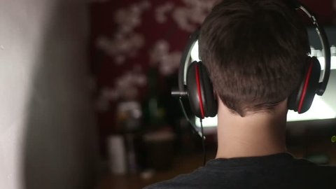 Teen Addicted to Online Games